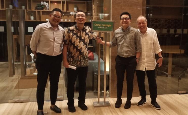 Sadikin Aksa (kedua dari kiri) ditemani Zaki dari TAM pada Apresiasi Toyota Team Indonesia di Jakarta. (Foto : bs)