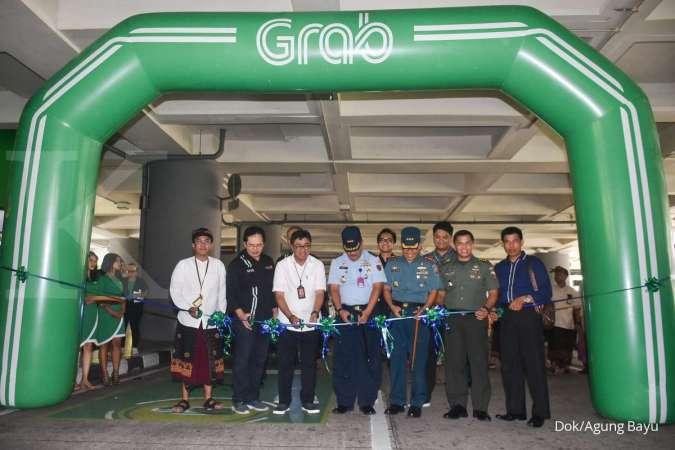 Seremoni kemitraan strategis Grab dengan Angkasa Pura 1 resmi menghadirkan layanan GrabCar Airport di Bandara Internasional I Gusti Ngurah Rai, Bali (23/1/2020). (foto: istimewa / dok. Agung Bayu)