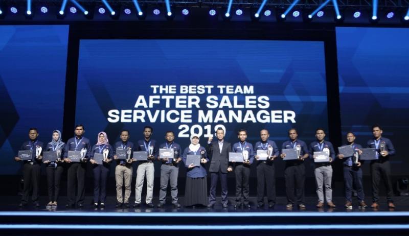 Para pemenang after sales service contest oleh PT Krama Yudha Tiga Berlian Motors