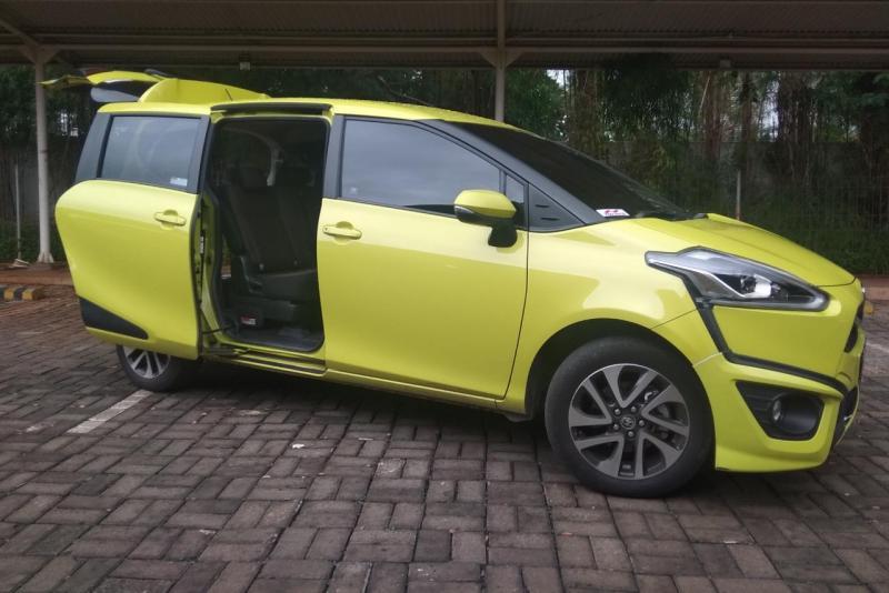 Point of uniqueness dari Toyota Sienta adalah pintu penumpang yang menerapkan model automatic sliding door.(anto)