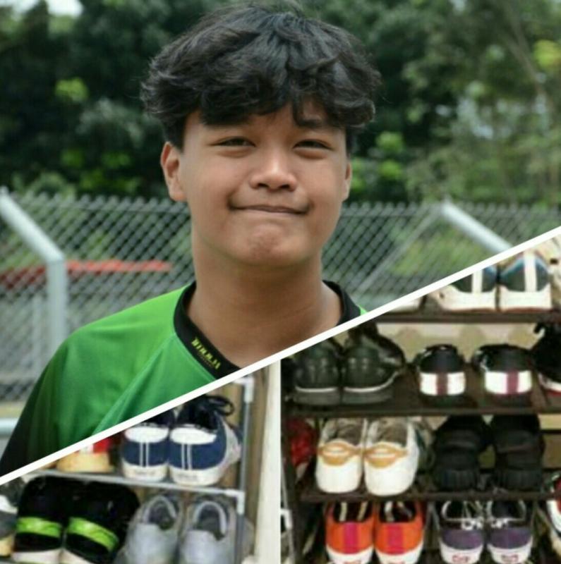 Akheela Chandra Dewanto, dan sebagian dari koleksi sepatu sneakernya. (Foto : fajar)