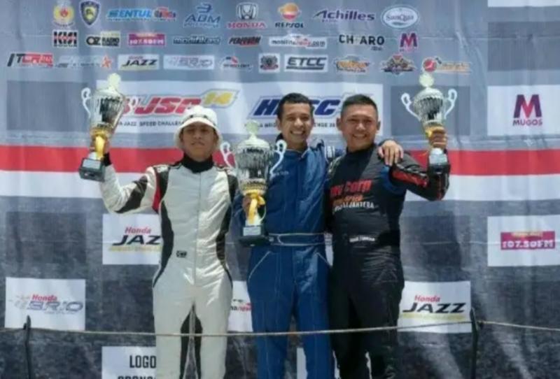 Avan Abdullah sebagai juara 1 (tengah) diapit Zharfan Rahmadi dan Benny Santoso di podium HJSC 2019. (Foto : ist)