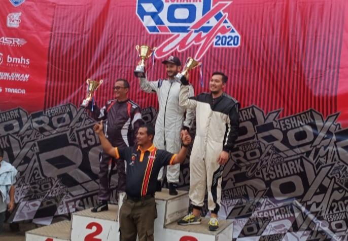 Para juara kelas Race Experience bersama dengan Firhand Ali penggiat gokart Tanah Air. (Foto : bs)
