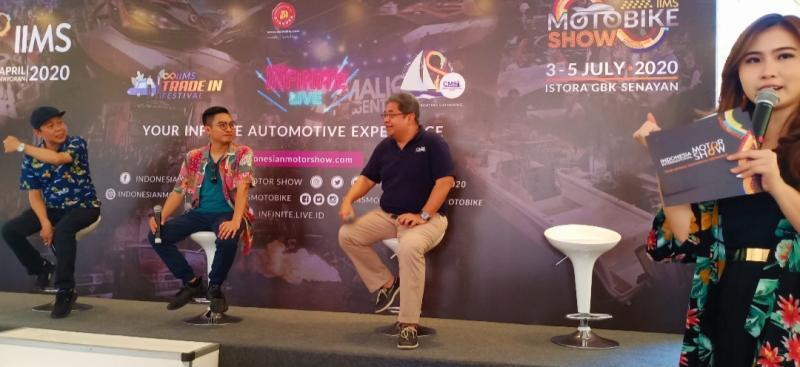Kohen (kiri) pada peluncuran IIMS Motobike Show dan IIMS Infinite 2020 di Jakarta kemarin. (Foto : bs)