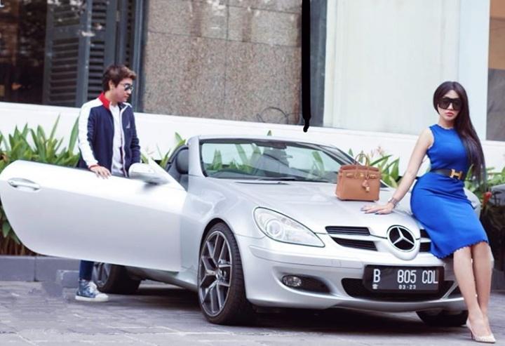 Mercedes Benz Slk Jadi Mobil Sport Andalan Lucinta Luna
