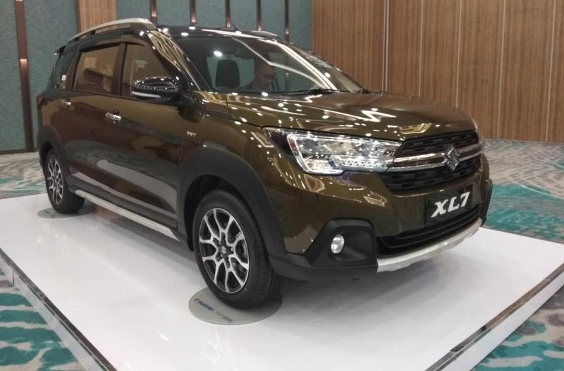 Suzuki XL7 dilengkapi dengan tiga varian yaitu Zeta, Beta, dan Alpha.
