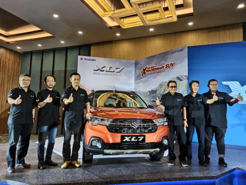 Manajemen PT Suzuki Indomobil Sales dengan bangga mempersembahkan Suzuki XL7. (anto)