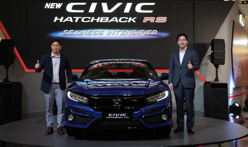 Sementara untuk product refreshment, awal tahun dimulai dengan Honda Civic RS. Yusak Billy (kiri), terus pantau perkembangan pasar saat ini. (edited: anto)