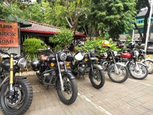 Royal Riders Indonesia punya alasan khusus menjadikan Warung Solo sebagai lokasi favorit setelah Sunmori. (Tim Warsol)