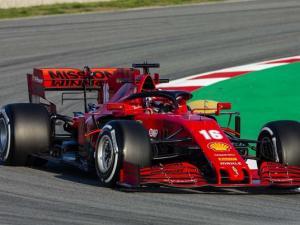 Akhirnya Ferrari SF 1000 bernomor 16 yang start duluan, bukan mobil Sebastian Vettel. (Foto: f1)