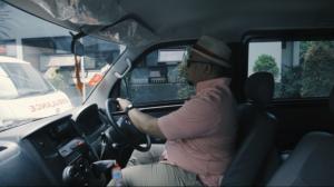 Muhammad Aswari Pulungan setia memakai Gran Max selama 14 tahun, diganjar Daihatsu jalan-jalan ke Jepang. (foto : adm)