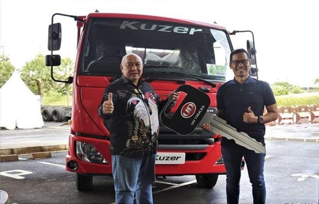 Fitur-fitur spesial yang hanya ada di Kuzer, seperti Cruise Control dan Real Time Fuel Coach menjadi dasar pemilihan James agar performa para pengemudi JBL dapat maksimal. (astraudtrucks).