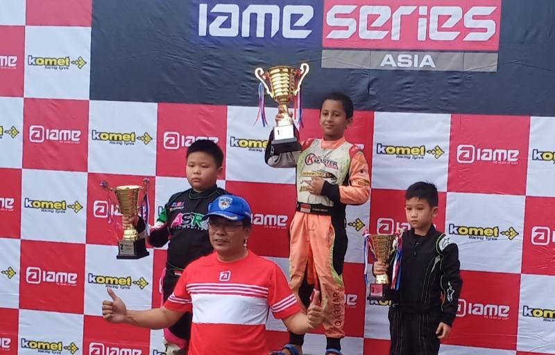 Qarrar Firhand di podium 1 kelas Cadet 7-9 tahun IAME Asia Series 2020 di Sentul. (Foto : bs)