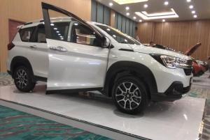 Suzuki XL7 dihargai mulai dari Rp 230 juta untuk varian Zeta transmisi manual (MT), varian Beta MT seharga Rp 246,5 juta dan Rp 257 juta untuk transmisi otomatis (AT). Paling mahal yakni varian Alpha AT di harga Rp 267 juta. (anto)