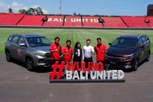 Dengan semangat yang sama, Wuling Motors dan Bali United resmi umumkan kerja sama selama dua musim ke depan. (ist)