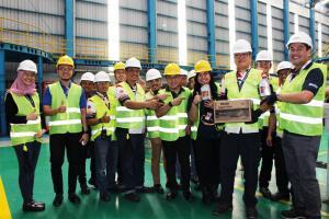 Mobil Lubricants kini memproduksi pelumas jenis Super Moto di pabrik Federal Oil