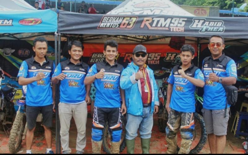 Inilah formasi tim grasstrack Sumatera Selatan yang semakin solid. (foto : ade)