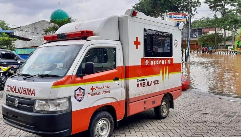 Mengandalkan satu unit New Carry Ambulance dan satu unit perahu karet dengan mesin Suzuki Marine DT15AL bertenaga 15 HP, SCRC mengevakuasi korban banjir di lokasi yang ketinggian airnya sudah mencapai dua meter.(ist)
