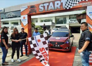 Start city touring ditandai flag off di showroom Elang Perkasa Motor Padang.
