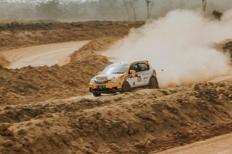 Anjasara Wahyu saat berkiprah di ajang event sprint rally tahun lalu. (Foto : ist)