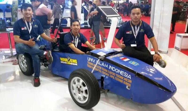 Mobil listrik karya mahasiswa Universitas Islam Indonesia di ajang pameran otomotif IIMS. (Foto : ist)