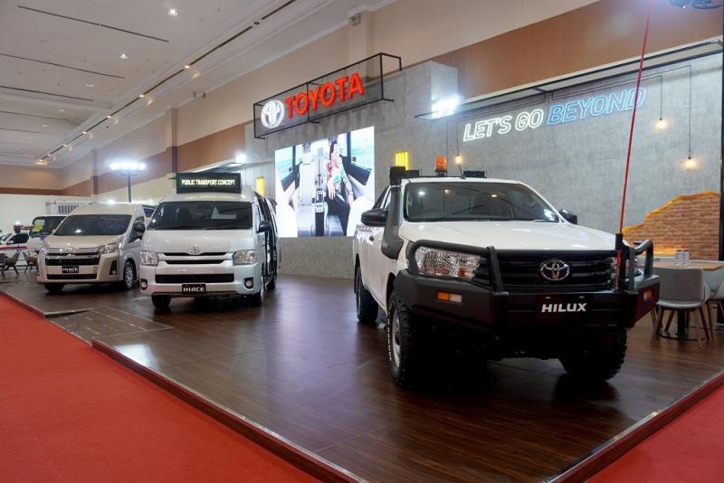 Sebanyak empat unit kendaraan niaga ditampilkan yaitu Hiace Premio Luxury, Hiace Microbus, Hilux S-Cab 4x4 (Minning Specification), dan Dyna Refrigerator. (anto)