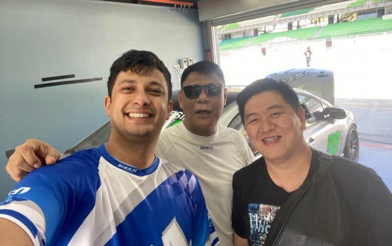 Dari kiri Umar Basalamah, Tomi Hadi dan Ferry Hongkiriwang saat latihan di Sepang International Circuit Malaysia. (foto : jstc)