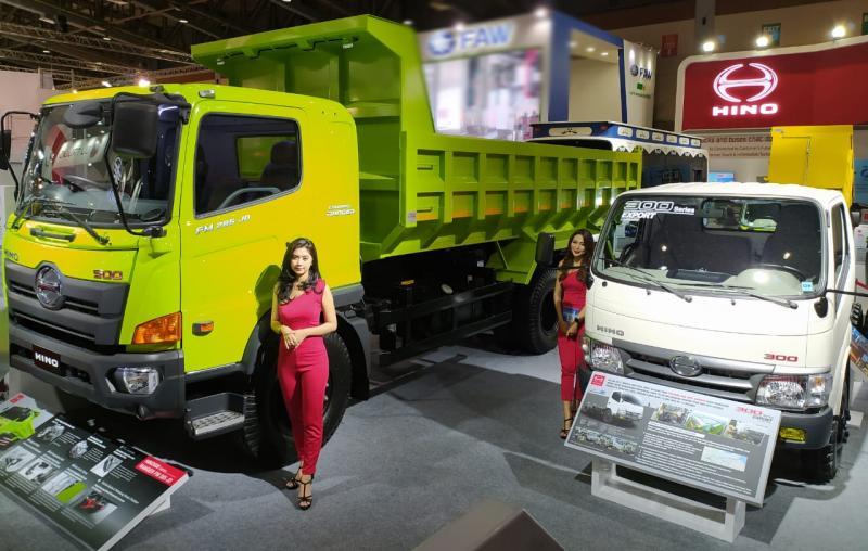 PT Hino Motors Sales Indonesia (HMSI) memajang tujuh kendaraan, baik truk dan bus.(anto)