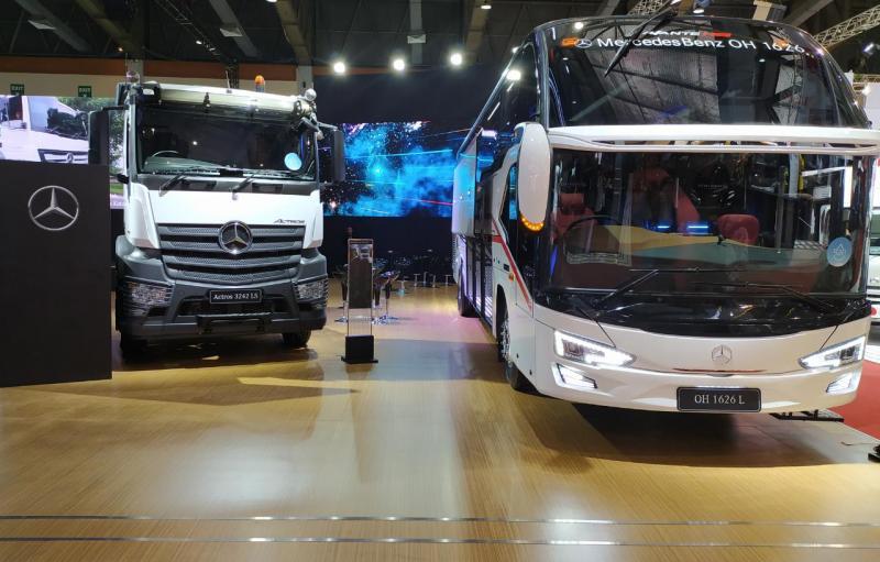 Ajang ini sekaligus dimanfaatkan untuk memperkenalkan sejumlah lini produk terbaru dari kendaraan komersial Mercedes-Benz. (anto)