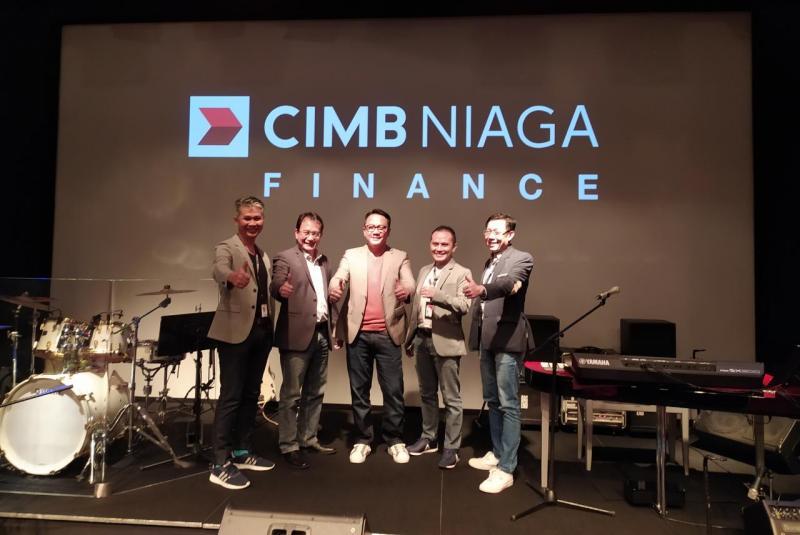 Ristiawan (tengah) menyebut, CIMB Niaga Finance terus berinovasi sesuai dengan aspirasi menjadi the most profitable company.(ist)