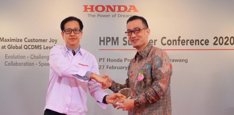 Mukiat Sutikno (kanan), Bridgestone Indonesia berkomitmen untuk mengidentifikasi dan mengembangkan solusi inovatif yang memimpin pasar, efektif, dan berkelanjutan baik untuk bisnis pelanggan dan Bridegstone sendiri. (ist).