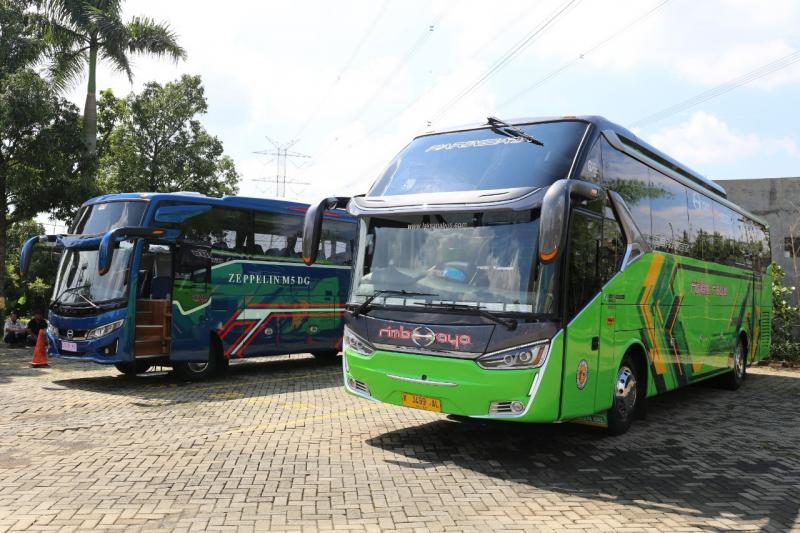 Hino Bus RN 285 dengan kapasitas oli 12 Liter sangat handal digunakan di tol Trans Jawa karena temperatur oli tetap stabil dan tidak panas. (ist)