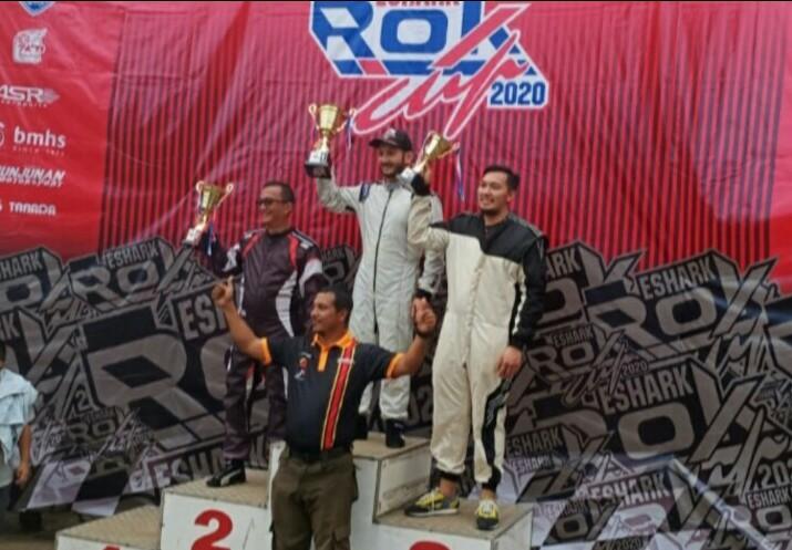 Para juara kelas Race Experience di podium kejuaraan pada seri 1 Kejurnas Gokart Eshark Rok, 9 Februari lalu. (foto : bs)