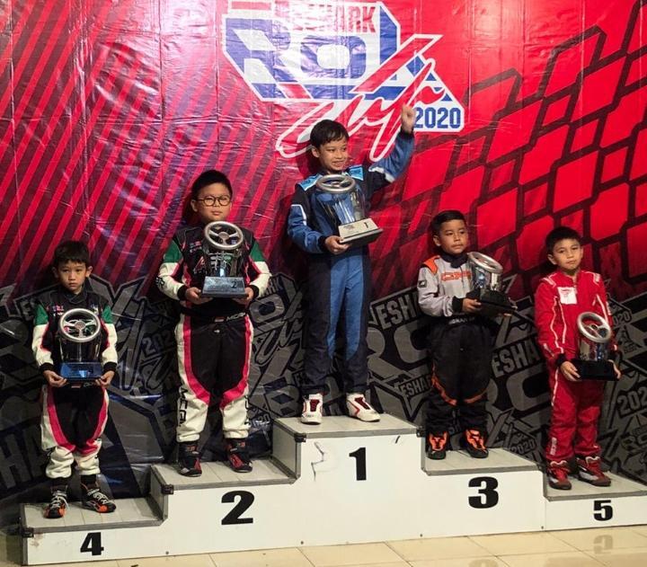 Selain di kelas Cadet, Micah (podium 2) juga berhasil meraih juara 2 kelas Mini Rok Non Seeded di Eshark ROK Cup 2020. (ist).