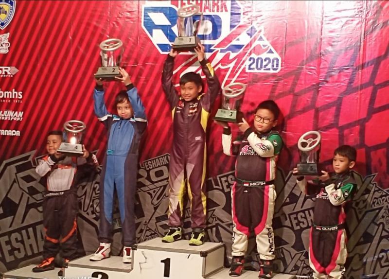 Febrian Putra Pratama di podium 1 Mini Rok Rising Star Eshark Rok Cup seri 2 tahun 2020. (foto : bs)