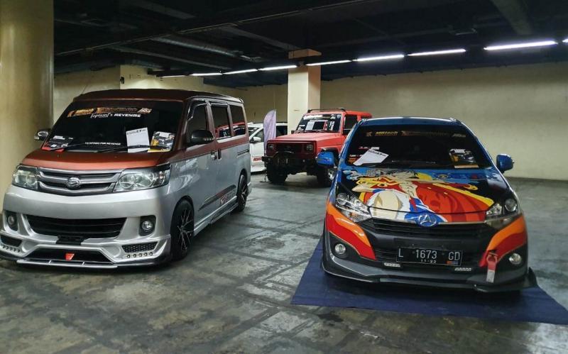 Deretan modifikasi mobil Daihatsu model terkini hingga model lawas meramaikan sering pembuka DDC 2020 di kota Surabaya. (anto)