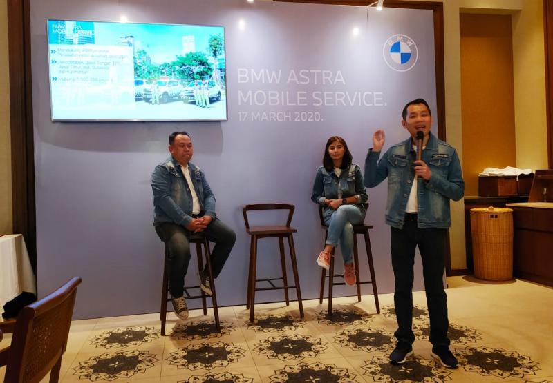 Fredy Handjaja (kanan), Terima kasih atas antusiasme positif pelanggan BMW Astra untuk bersama-sama menjaga kesehatan dengan melakukan pembersihan saluran udara mobil di BMW Astra. (anto)