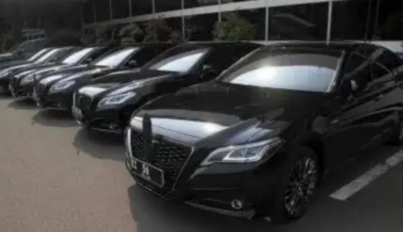 Mobil para Menteri dan pejabat setingkatnya dengan nopol khusus dengan huruf R di depan. (Foto : viva)