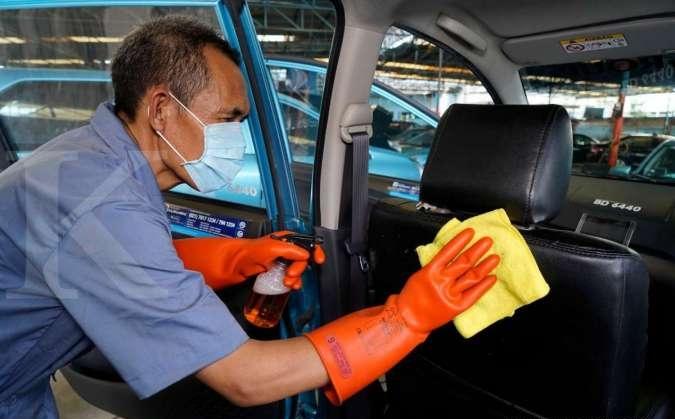 Menjaga kebersihan kabin adalah bagian dari standar operasional yang selama ini telah diterapkan di layanan Bluebird.(dok. Bluebird)