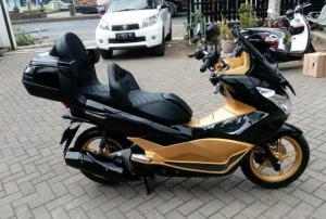 Hanya Modal Jok Custom, Tampang Honda PCX Makin Elegan Nan Sporti