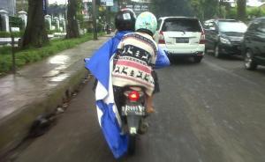 Berikut Beberapa Alasan Kenapa Jas Hujan Model Ponco Tidak Direkomendasikan