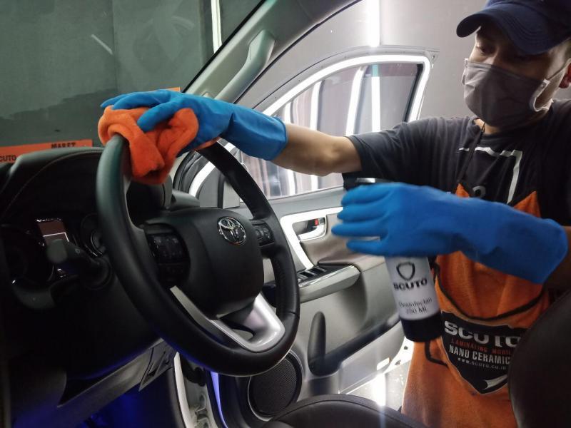 Ruang kabin mobil memiliki risiko tempat bersarangnya kuman dan bakteri yang lebih tinggi.(foto: Scuto)