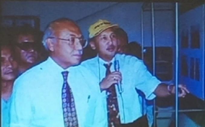 H.Tinton Soeprapto bersama Menteri Perindustrian & Perdagangan T. Ariwibowo saat lakukan peninjauan akhir sirkuit Sentul sebelum untuk pagelaran GP500. (Foto : dok sirkuit Sentul)
