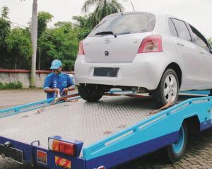 Layanan Emergency Road Assistance (ERA) Auto2000 akan membuat urusan mobil Toyota anda lebih mudah. (foto: AstraWorld)