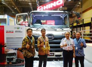 Manajemen Hino Indonesia dalam partisipasinya di ajang GIICOMVEC 2020, mendukung kebijakan Pemerintah. (anto)