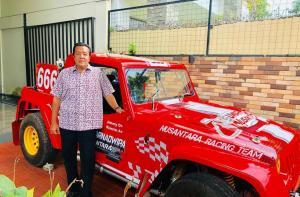 H Jimmy Syamsudin siap menggeber mobil tubular bermesin V8 Chevy LS di kejurnas Speed Offroad, Swarnadwipa Nusantara. (Foto : IG JSI)