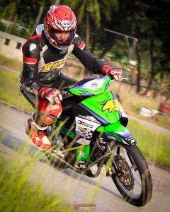 Aksi Ildo saat latihan motor di Batam (foto : ist)