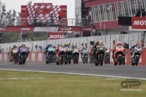 Di tengah situasi tak menentu saat ini, serali balap MotoGP dianggap lebih jelas dibandingkan F1. (Foto: gpone)