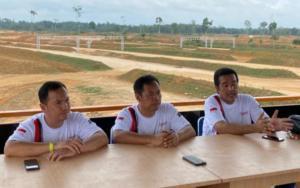 Trio Nusantara Racing Team dari kiri TB Adhi, Memen Harianto dan H.Jimmy Syamsudin. Fokus kemajuan otomotif Sumatera. (Foto : ist)