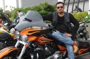 H.Mohammad Sayegi sebagai pemilik tim balap Dewa Sena Racing sumbang 1 miliar untuk penanggulangan Covid 19. (Foto : instagram)